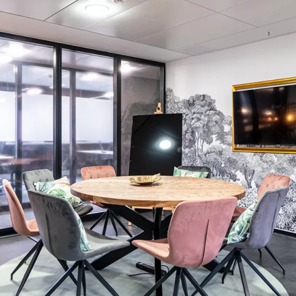 Rent24 meeting room - coworking london